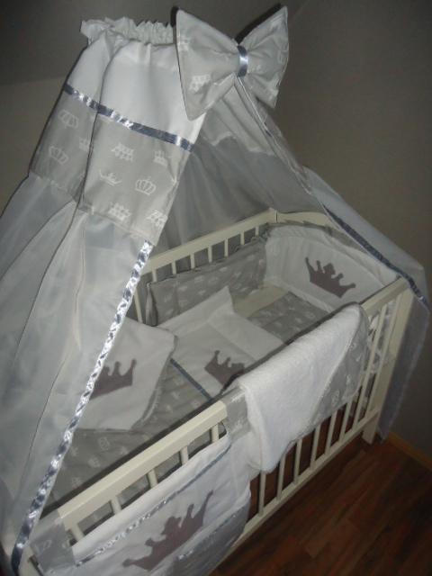 42.  Paplan(72x90) párna(32x35) fejvédo(160x25/35) 6900ft-tól Baldachinfüggöny masnival(140x180 vagy 160x300) 3700ft-tól Anyaga 100% pamut, töltete: 2cm vastag paplan ill. vlies