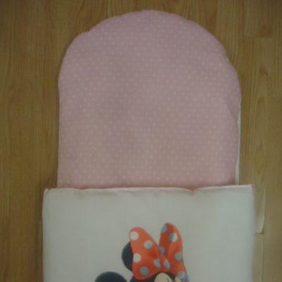 6. Újszülött kortól 74-es méretig használható, 4 cm puha töltettel , két oldalán végig tépőzárral rögzithető a zsák aljához igy nem érintkezik a babával Rendkivül praktikus a téli időszakban , babakocsiba akár lábzsákként is használható. 4000 ft-tól