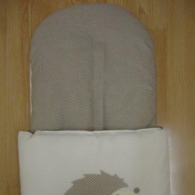 9. Újszülött kortól 74-es méretig használható, 4 cm puha töltettel , két oldalán végig tépőzárral rögzithető a zsák aljához igy nem érintkezik a babával Rendkivül praktikus a téli időszakban , babakocsiba akár lábzsákként is használható. 4000 ft-tól