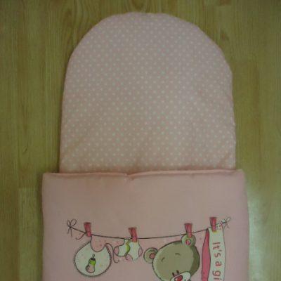 12. Újszülött kortól 74-es méretig használható, 4 cm puha töltettel , két oldalán végig tépőzárral rögzithető a zsák aljához igy nem érintkezik a babával Rendkivül praktikus a téli időszakban , babakocsiba akár lábzsákként is használható. 4000 ft-tól