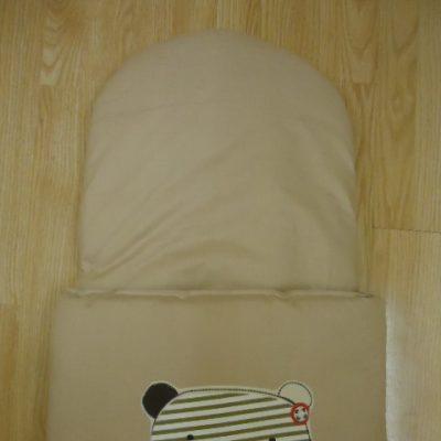 10. Újszülött kortól 74-es méretig használható, 4 cm puha töltettel , két oldalán végig tépőzárral rögzithető a zsák aljához igy nem érintkezik a babával Rendkivül praktikus a téli időszakban , babakocsiba akár lábzsákként is használható. 4000 ft-tól