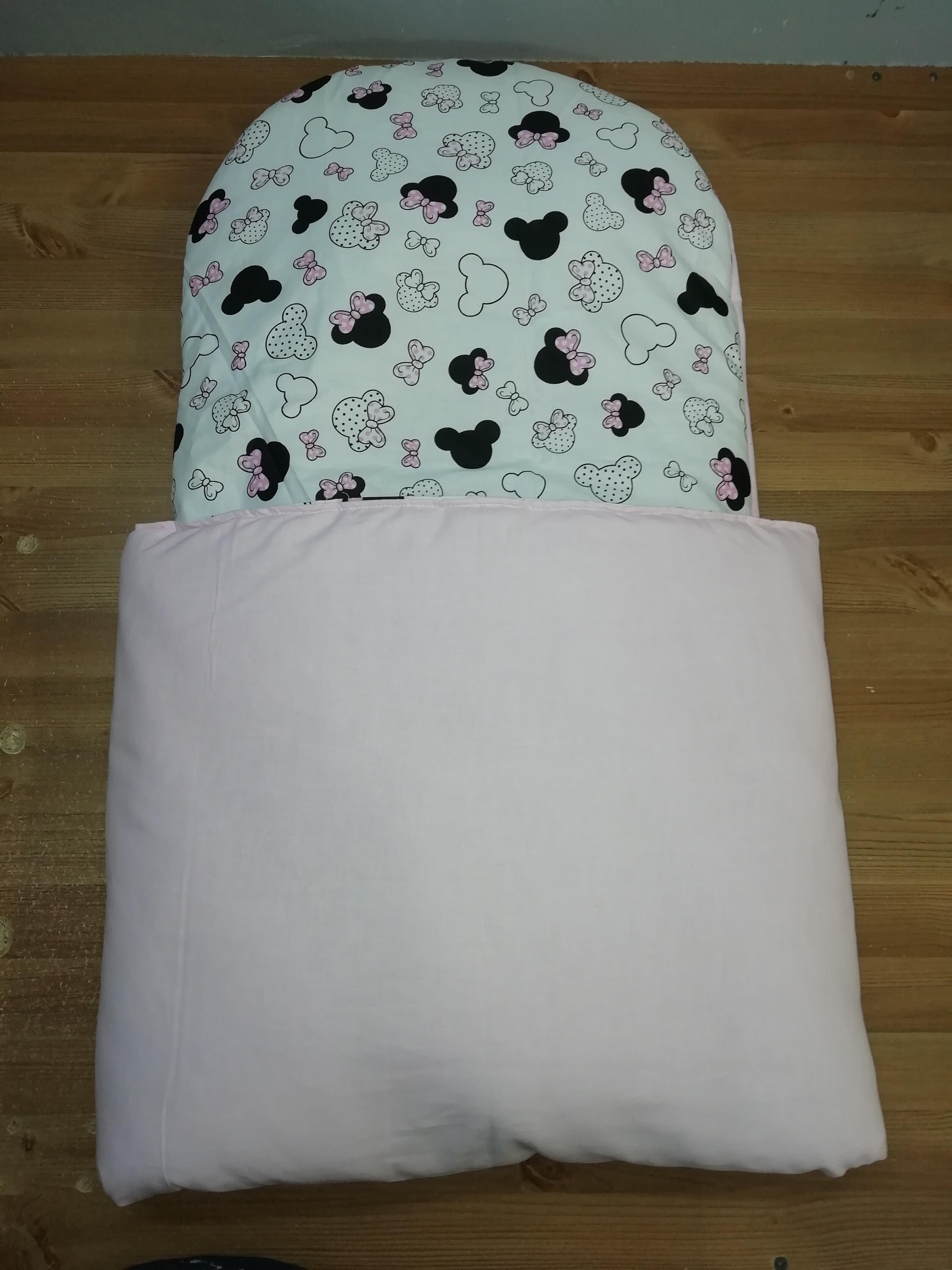 24. Újszülött kortól 74-es méretig használható, 4 cm puha töltettel , két oldalán végig tépőzárral rögzithető a zsák aljához igy nem érintkezik a babával Rendkivül praktikus a téli időszakban , babakocsiba akár lábzsákként is használható. 4000 ft-tól